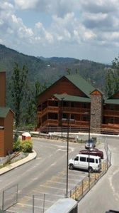 Gatlinburg 5 star resort with waterpark and gorgeous views!