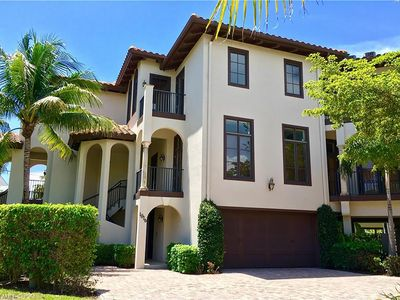 Photo for Heart of Olde Naples townhouse, close to beach and dining