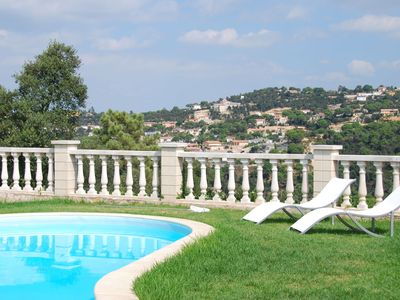 Photo for Detached villa on one floor, with garden, private pool and nice views