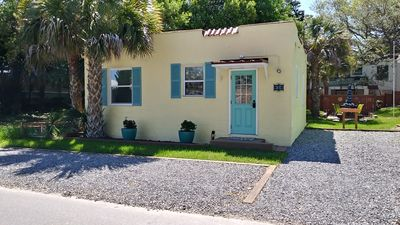 Vintage Cottage, 3 blocks to beach,1/2 block to shops/dining, offstreet parking