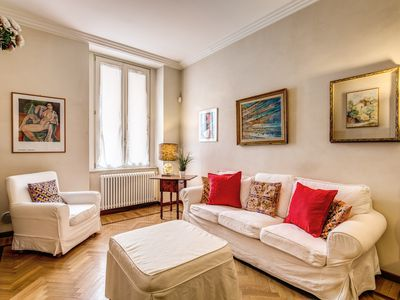 Photo for Elegant and bright apartment located at  5 minutes walking from Spanish steps and Trevi fountain.