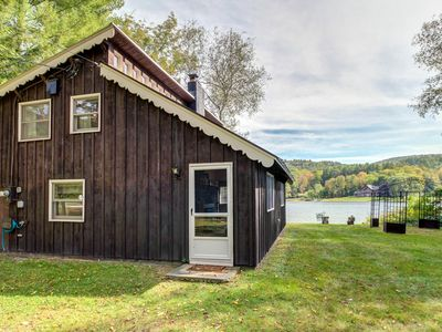 Photo for Charming waterfront cottage on Echo Lake - 2 dogs welcome!