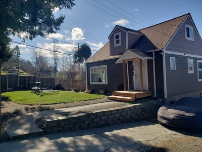 Photo for Beautiful 4 bedroom 2 bathroom contempary  front yard and lots of parking.