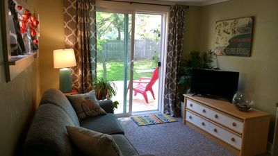 Cottage retreat 1/2 block to beach & bike path! Includes 2 bikes. Bring the dog!