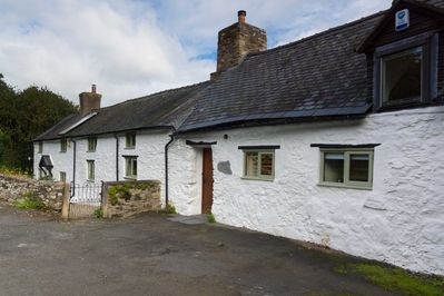 Gorgeous Spacious Welsh Long House Set In 4 Acres - Great Views  - Oswestry
