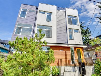 Photo for Beautiful Modern Townhome in Ballard, Close to everything, Free Parking!