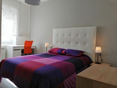 Photo for Rooms with private bathroom and smartTV next to HUCA and 10min from downtown
