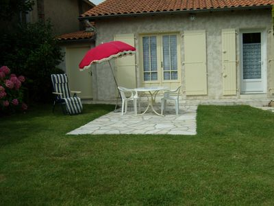 Photo for 5p housing. 2 steps from the beach with garden and terrace ++ ++ while walking