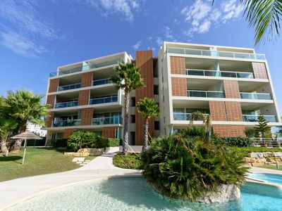 Photo for Great apartment with sea view, pool, large balcony, 250m to the beach