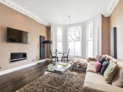Photo for Newly Refurbished 2-Bedroom Notting Hill Apartment