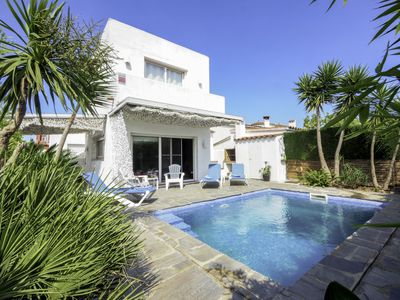 Photo for This 3-bedroom villa for up to 6 guests is located in Empuriabrava and has a private swimming pool a