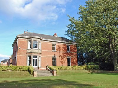 Photo for 9 bedroom accommodation in Barrow on Trent
