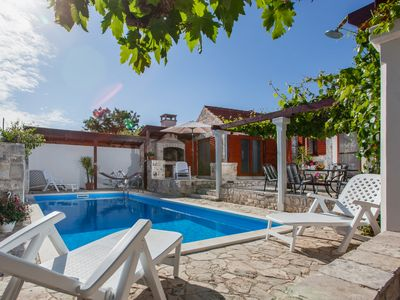 Photo for Rustic villa for 6 people with private pool on the island of Solta