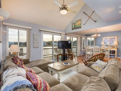 Beautiful 3 bedroom and a loft home on the water with a boat dock