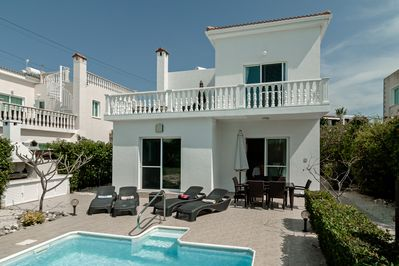 Luxury 3 bed/3 bath villa with private pool
