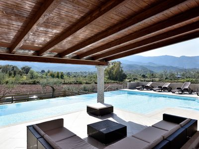 Photo for Fantastic Villa with Wi-Fi, Air Conditioning, Pool & Terrace; Garage Available, Pets Allowed