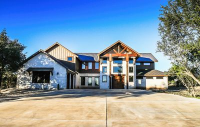 Largest home in the Golf Course! 5 minutes from the Frio River - Concan