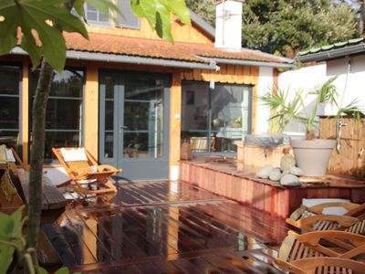 Photo for Charming villa with a very friendly atmosphere a few steps away from the beach..