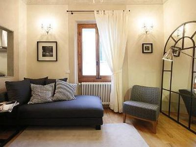 Photo for Boboli Frescoes apartment in Oltrarno with WiFi & integrated air conditioning.