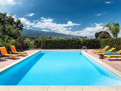 Photo for Country-house with PRIVATE POOL and magnificent view on the Etna and sea