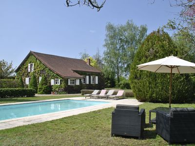 Photo for Magnificent mansion with private swimming pool in quiet location near Décize