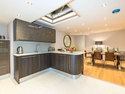 Photo for Luxurious 4 bedroom mews house in central Paddington