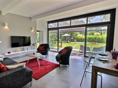 Photo for Quiet, intimate house with pool and garden between Aix-en-Provence and Marseille