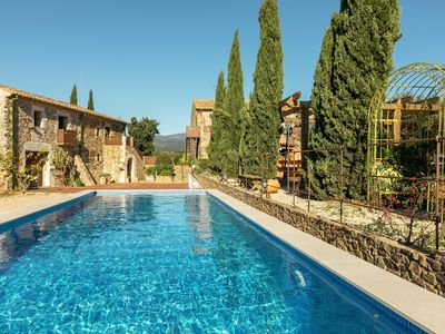 Photo for Magnificent farmhouse surrounded by vineyards only 20 min. of the beaches of the Costa Brava