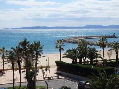 Photo for Costa Brava, Roses, sea view on the beach, pool, internet, 1 bedroom, terrace