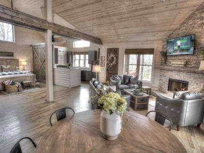 Tranquility Two- The Perfect Family Cabin, Shuffleboard and Ping Pong Table.