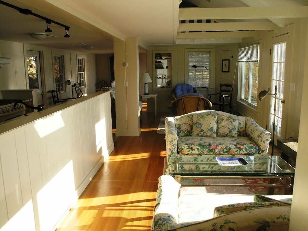 Property Image#5 Bright and airy two story cottage with central A/C and