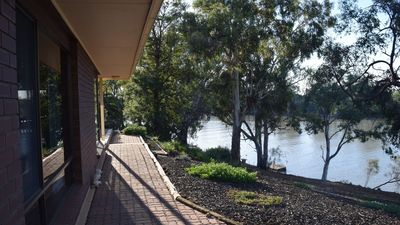 Photo for Loxton River Escape - Holiday home on the river