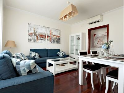 Photo for Fira Business apartment in Poble Sec with WiFi, air conditioning & lift.