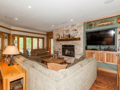 Photo for Spacious Condo, Indoor Hot Tub, Renovated Kitchen, Next to Lifts, Free WIFI