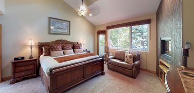 Photo for Beautifully Renovated, Luxury 4BR+Den Vail Home-HLYNW