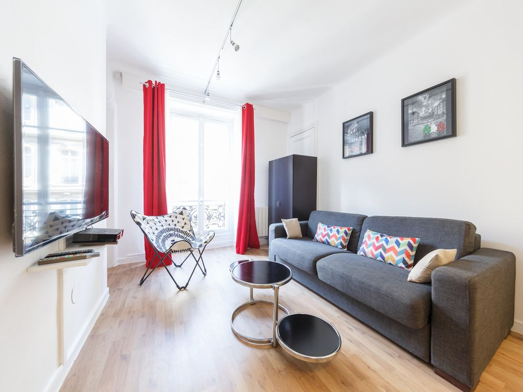 Paris 8th 42 M² Renovated Bright And Well Located. Capacity 2 To 4 People