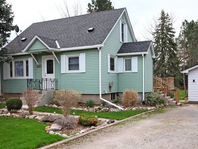 Photo for Bright 3 bedroom two bath cottage with fantastic back deck and garden