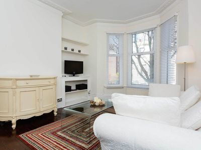 Photo for Light and airy property sleeping 3,  in the upmarket area of Fulham (Veeve)