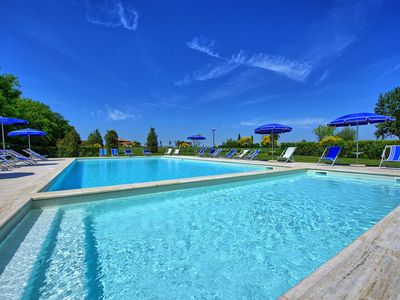 Photo for Lovely apartment with WIFI, pool, TV, veranda, panoramic view and parking, close to San Gimignano