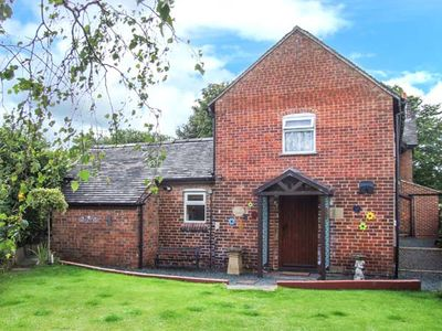 Photo for TOP STABLE COTTAGE, pet friendly in Turnditch, Ref 906903