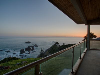 Photo for Stunning Modern Cliff House With Breathtaking Views of the Pacific NW