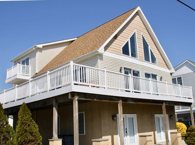 Sunset Serenity: Bayside house, large windows, Bay view and Wrap around deck