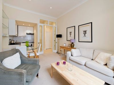Photo for Charming 1 Bed Apt. in Pimlico - Walk to Palace!