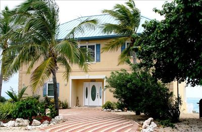 Grand Cayman, private villa, view from front