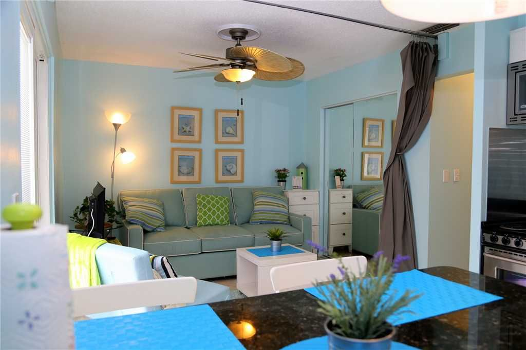 #331 Surf Song Resort: 1 BR / 1 BA 3rd floor in Madeira Beach, Sleeps 2
