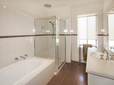 Photo for Maryborough Lakeview Villa-Luxurious accommodation in the heart of Maryborough.