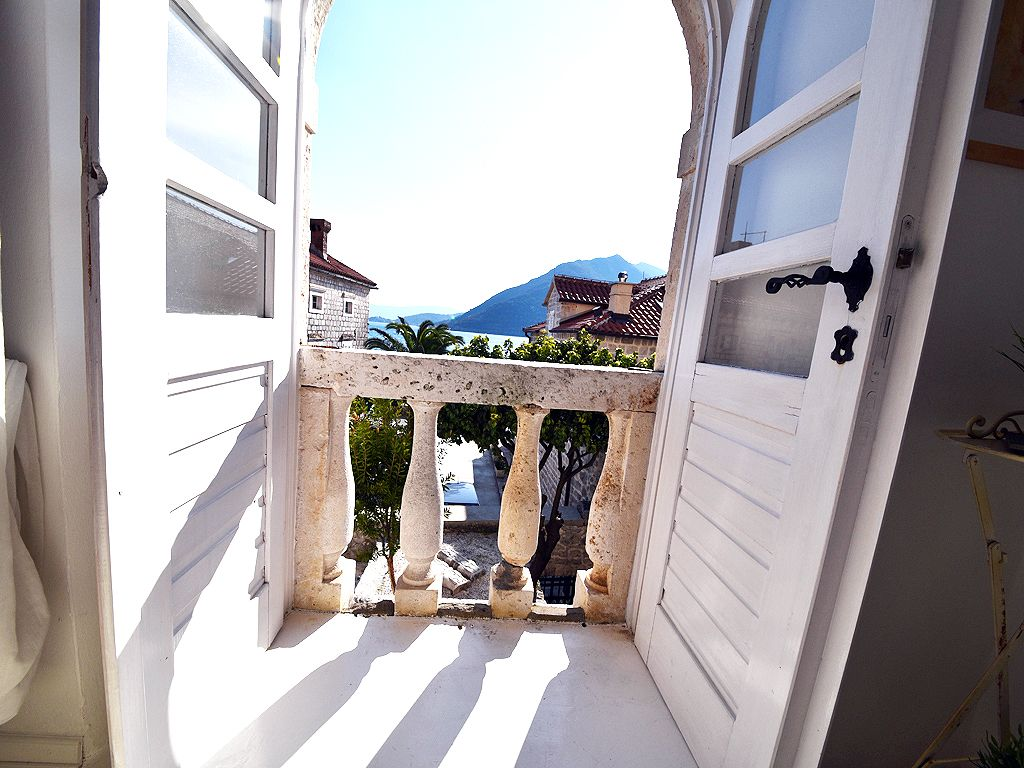 3 Fully Equipped Beach Facing Apartments In An Excellent Location Perast Apartment Siena