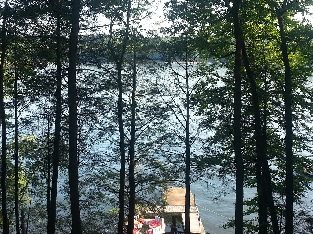 Four bedroom gumble chalet with spectacular view 4068967 for Lake wallenpaupack fishing report