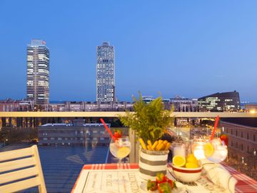 Enjoybcn Apartments- Ideal choice for families. Sea views and superb location