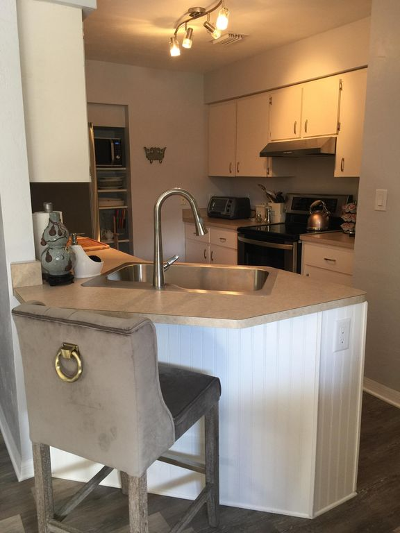 Super Clean Newly Remodled Bungalow Great Location Pool